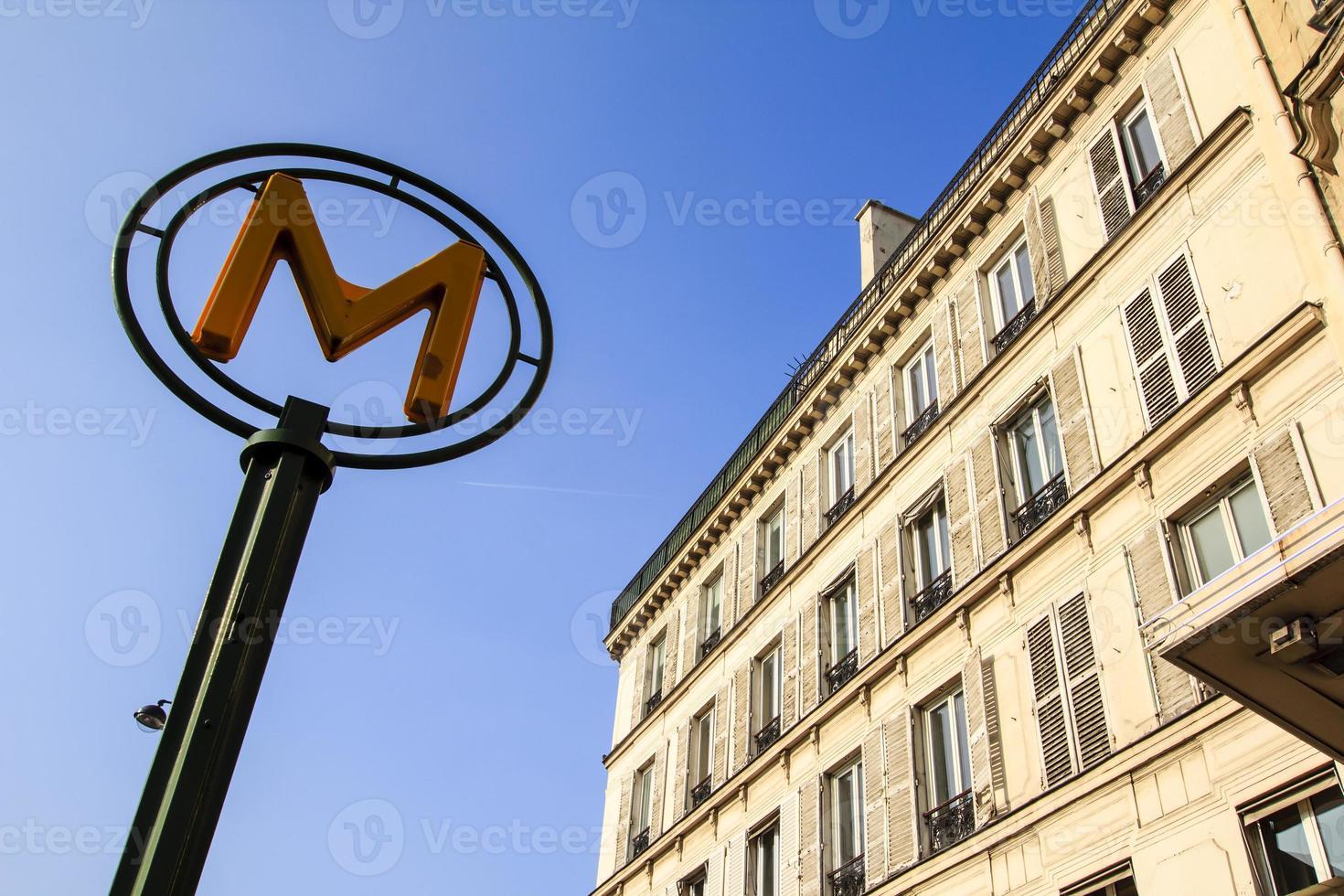 U-Bahn-Zeichen in Paris, Frankreich foto