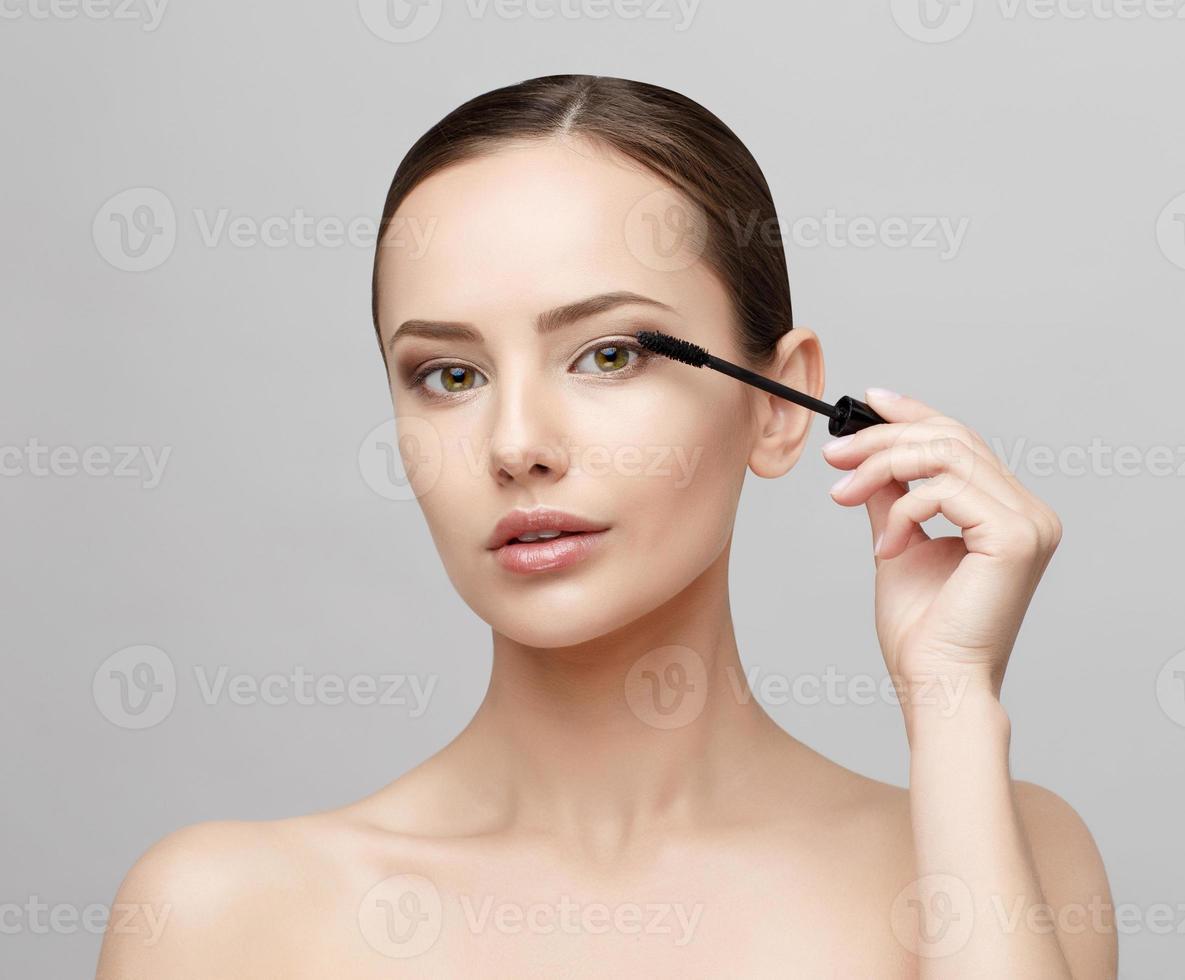 schöne Frau mit sauberer frischer Haut foto