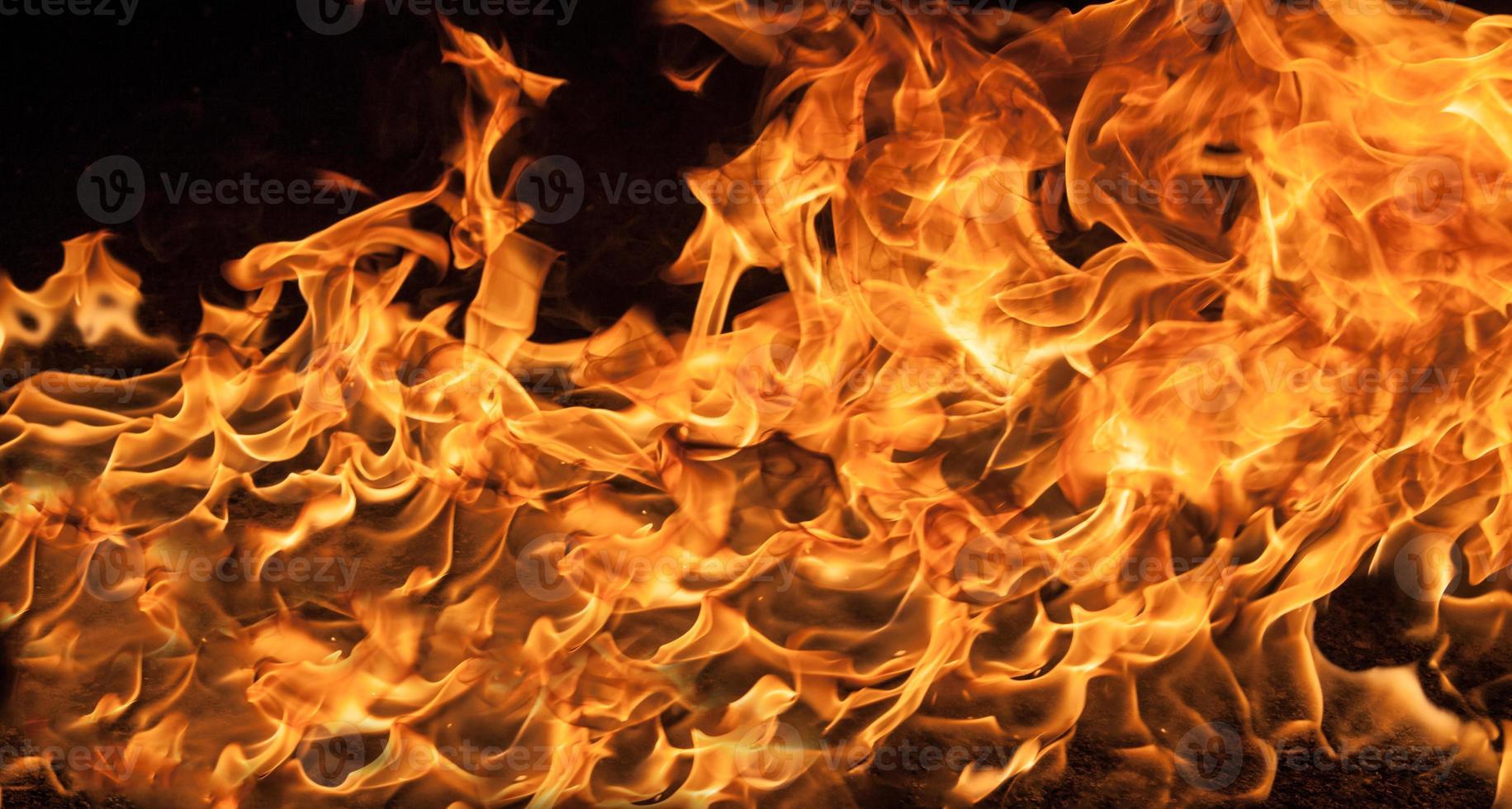 schöne stilvolle Feuerflammen foto