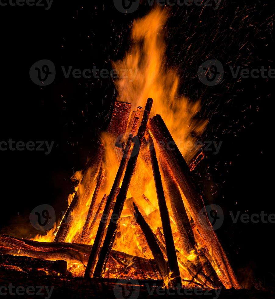großes Lagerfeuer foto