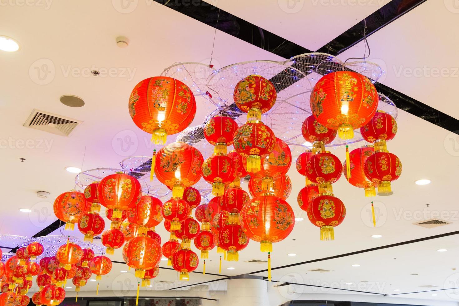 schöne rote & gelbe asiatische Laternen foto