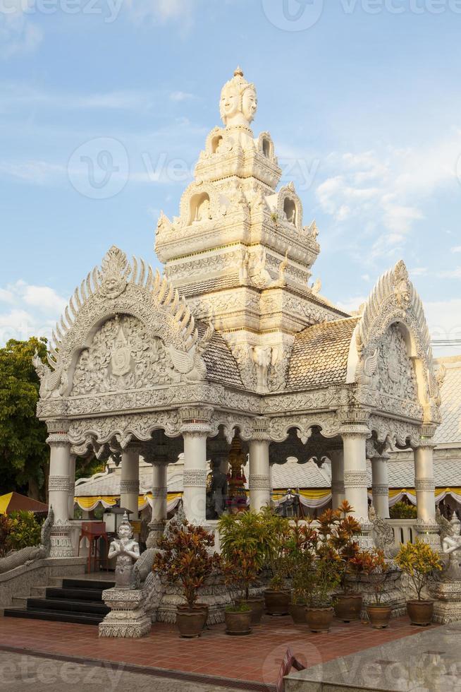 thailändische Verzierung der Stadtsäule. foto