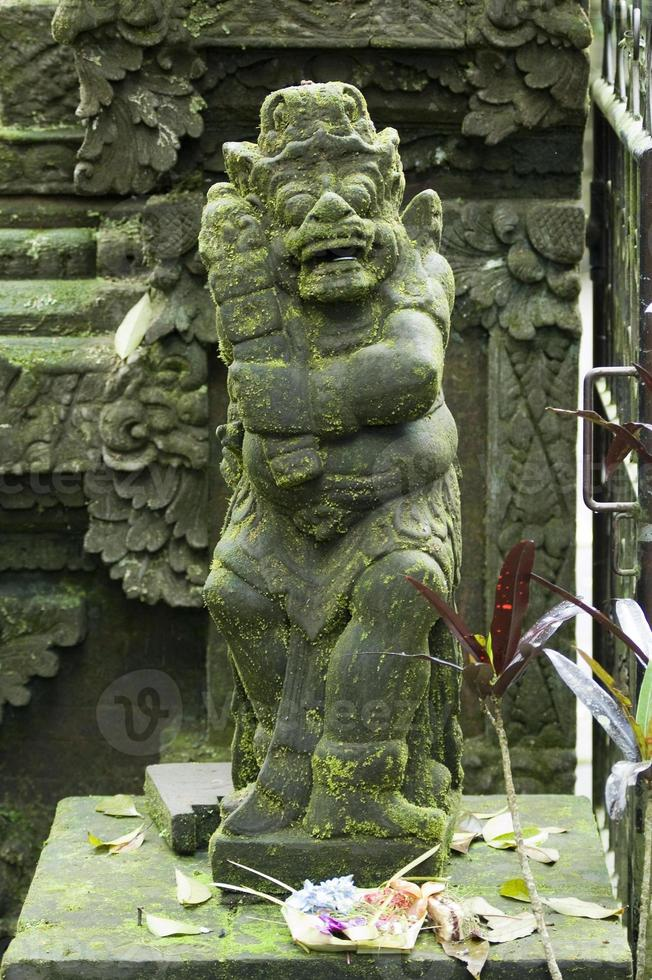 Schutzwache aus Stein in Bali foto
