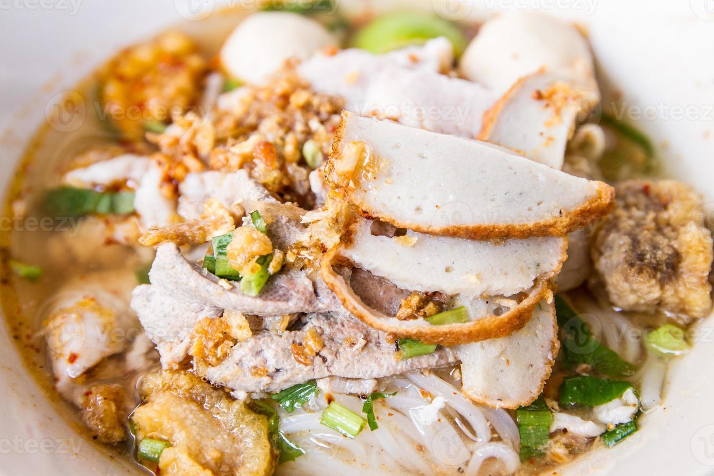 Nudeln mit Suppe in Thailand foto