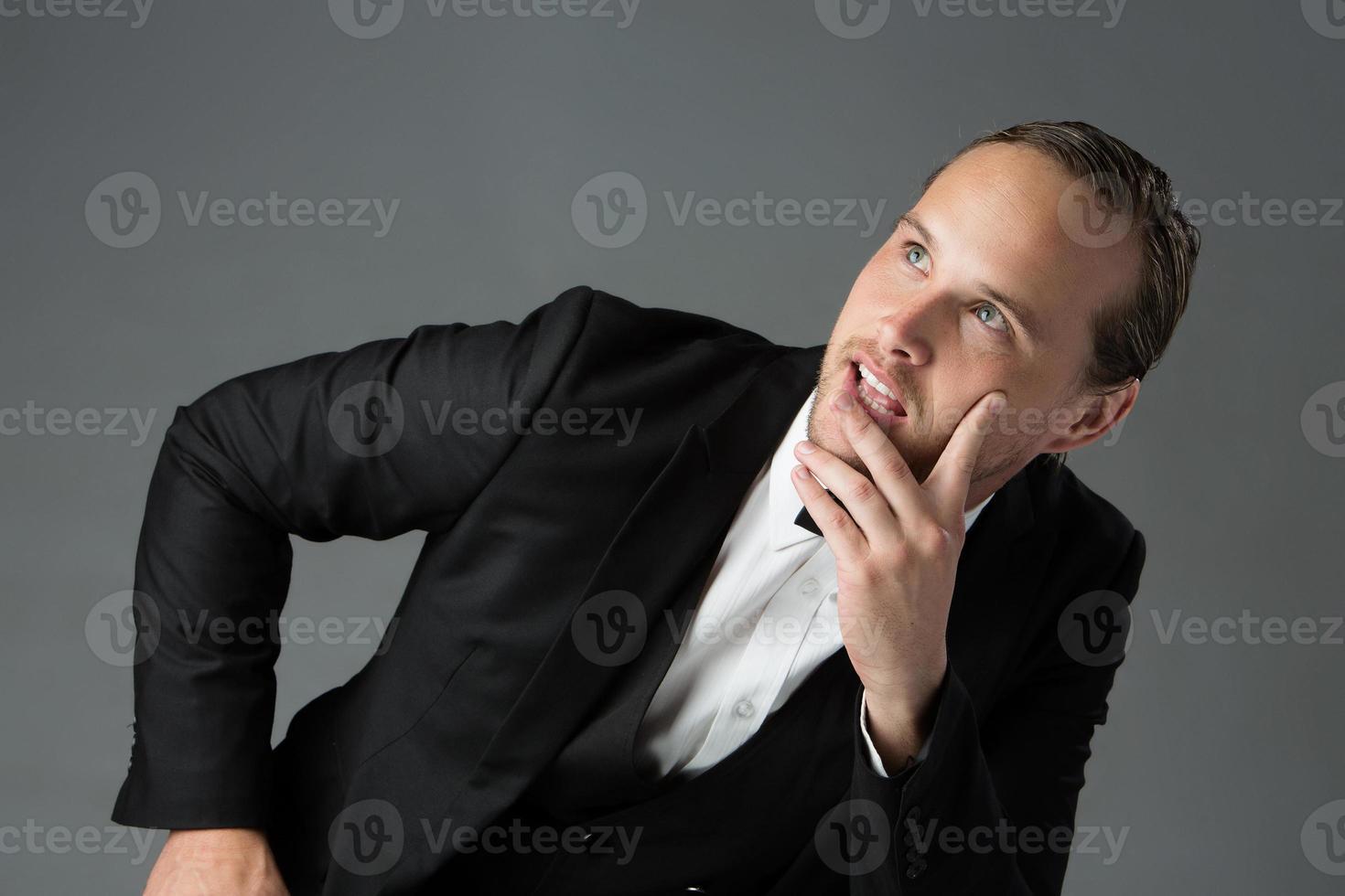 schöner kaukasischer Mann foto