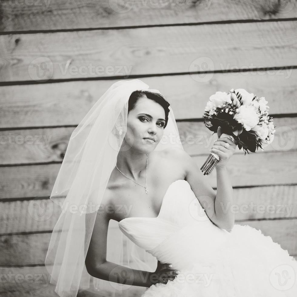 schöne kaukasische brünette Braut. foto