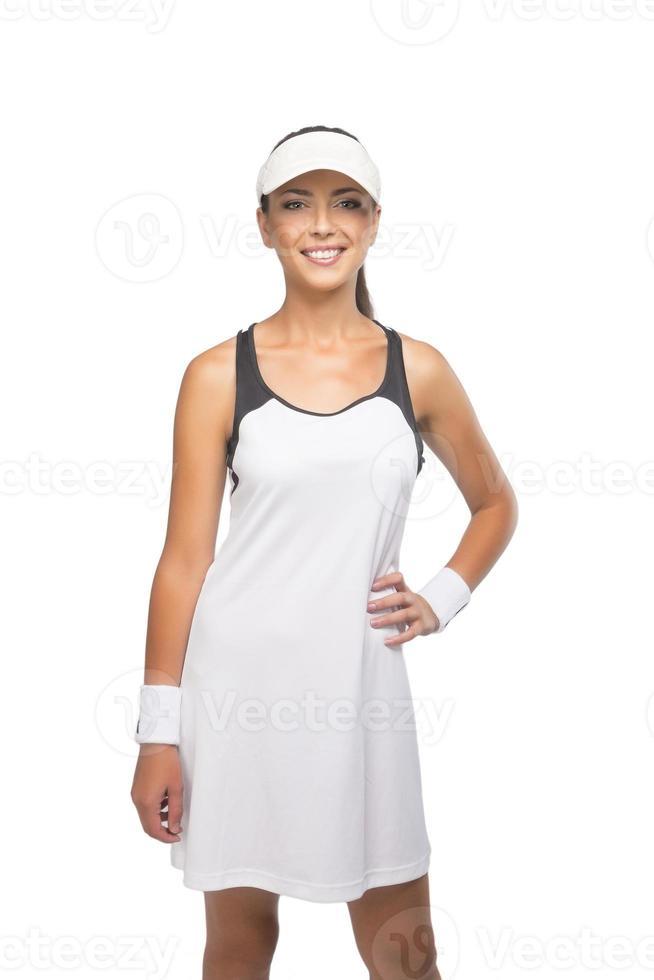glücklich gebräunter lächelnder kaukasischer Tennisspieler foto