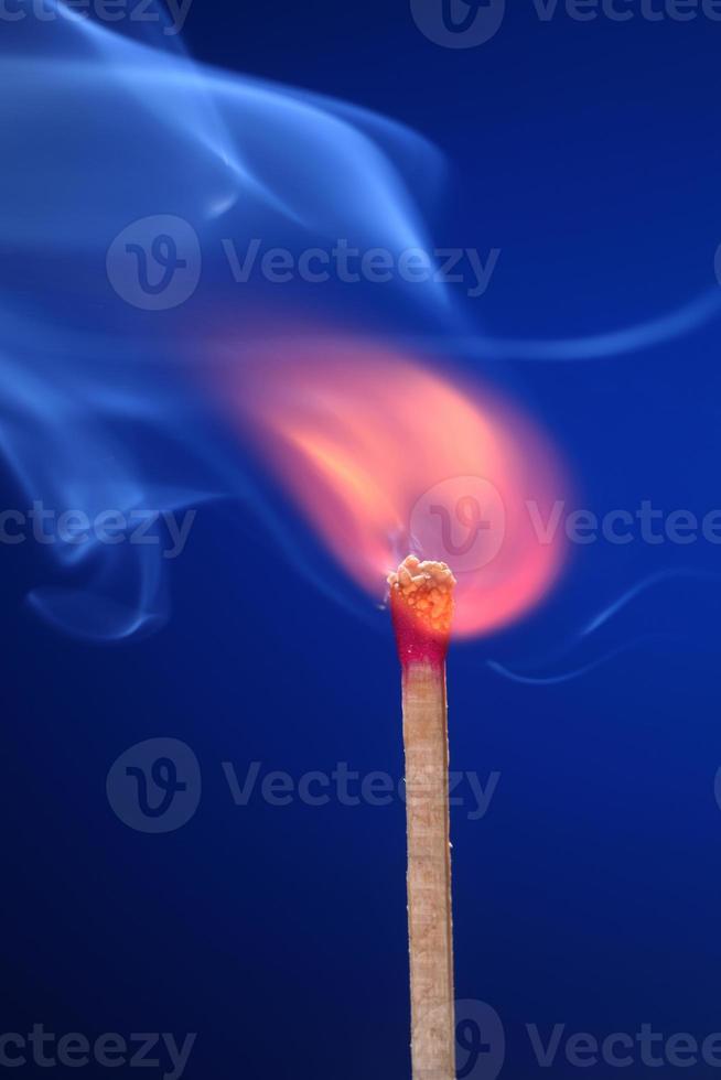 ein Feuer anzünden foto