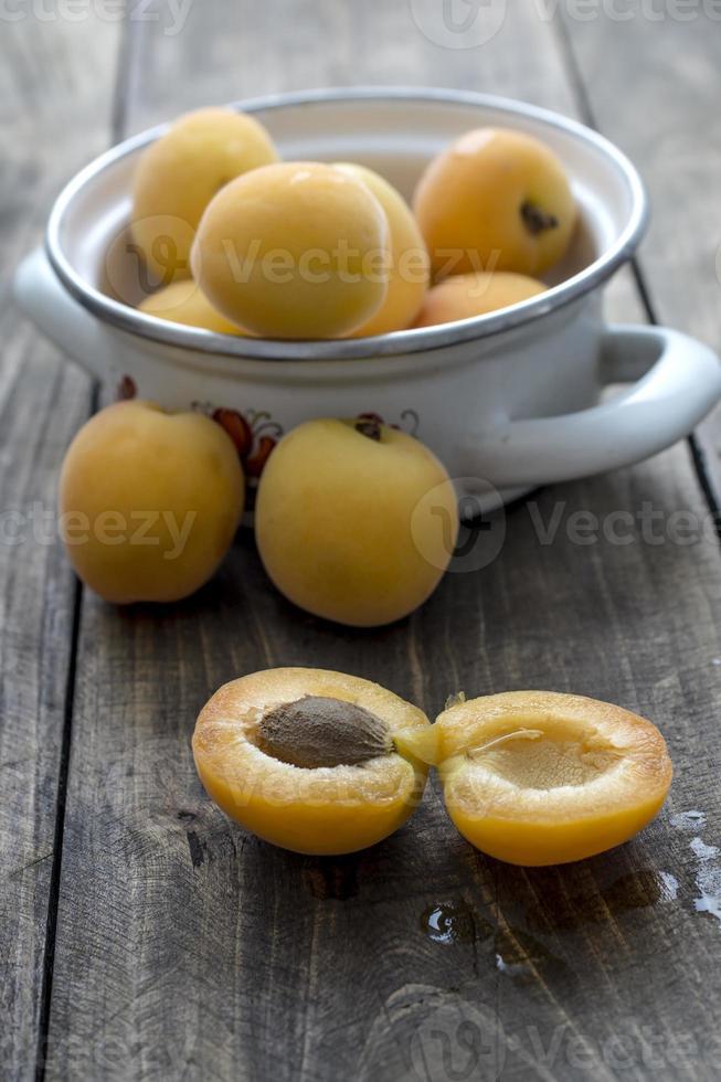 frisch gepflückte Aprikosen foto