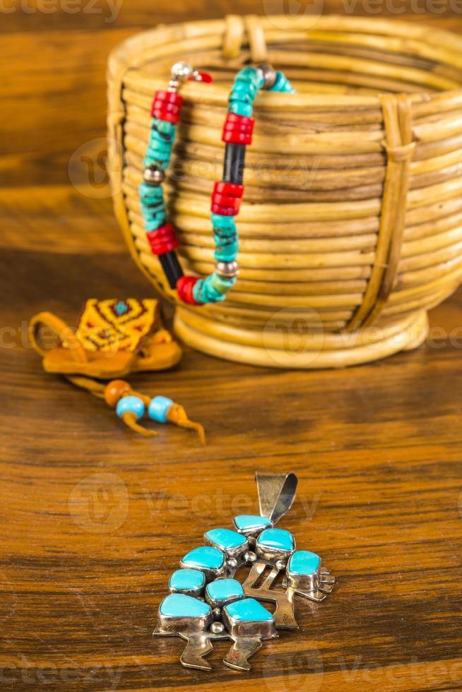 Kokopelli mit traditionellem und kulturellem Schmuck foto