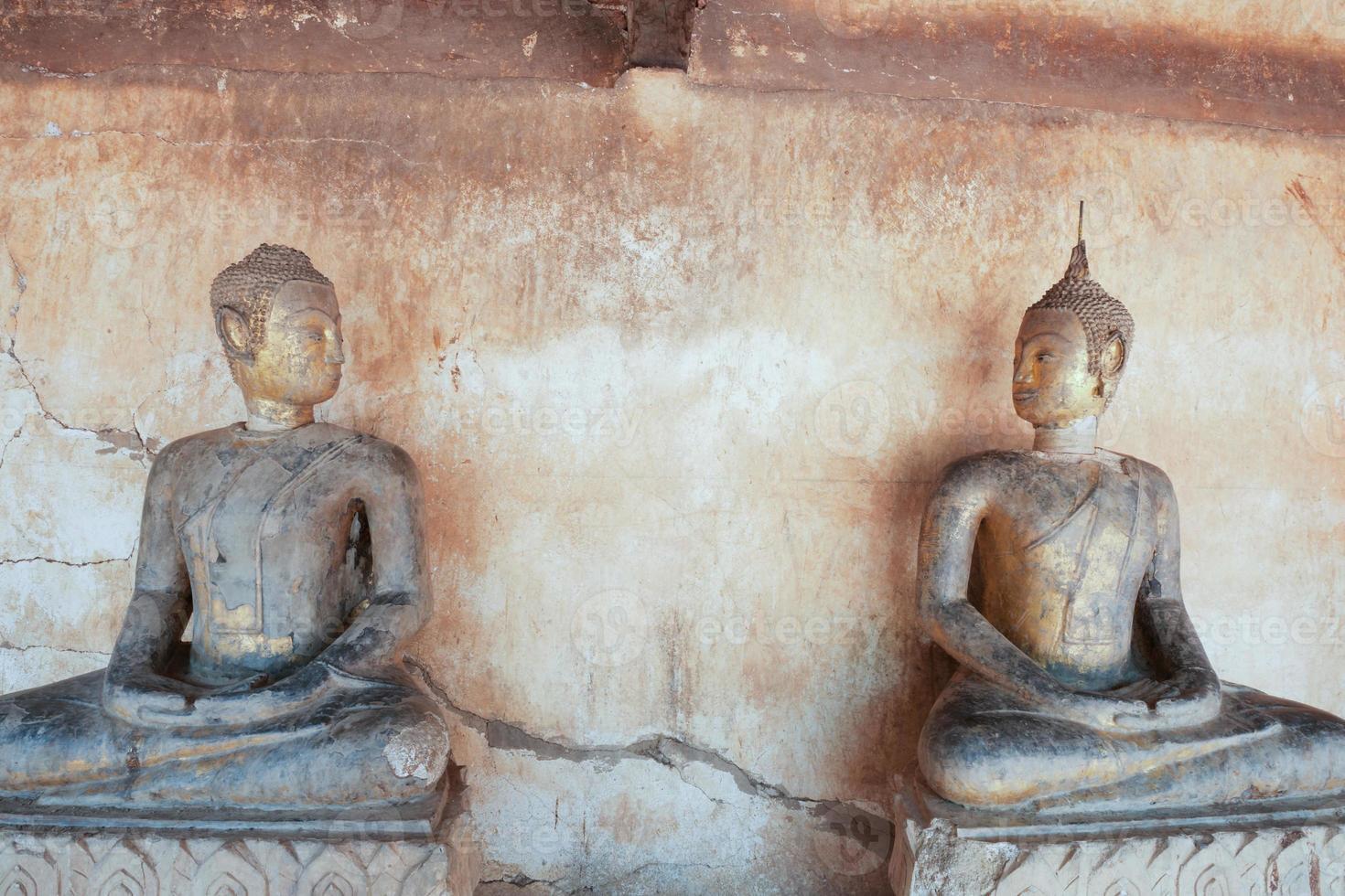 alte Buddha-Statue foto
