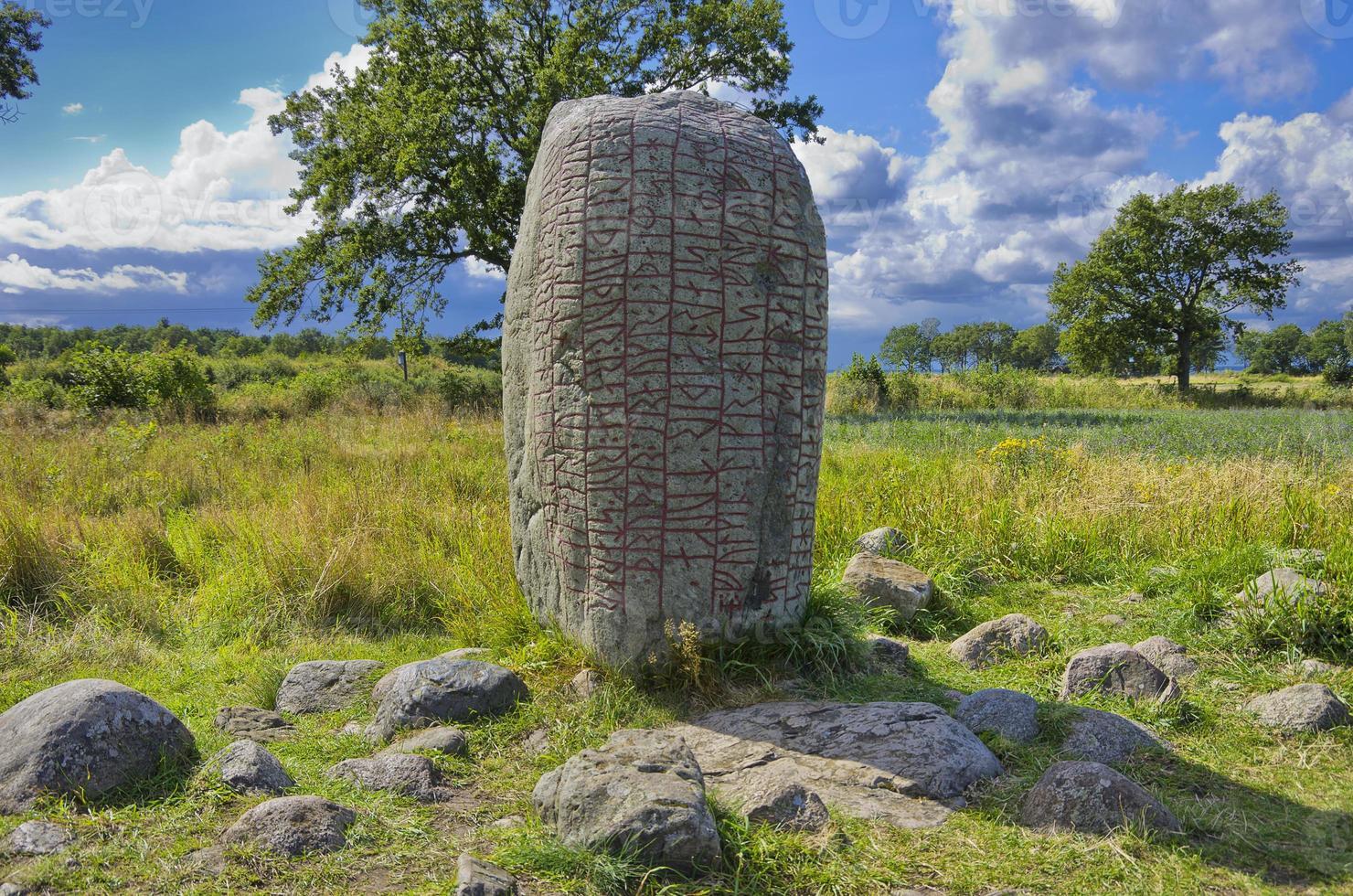 alter Runenstein foto
