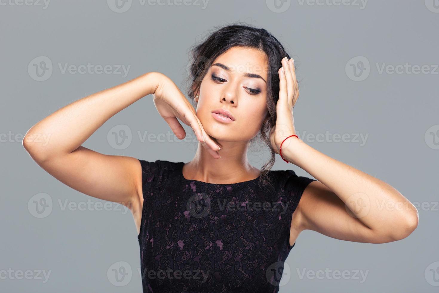 Schönheitsporträt einer bezaubernden Frau foto