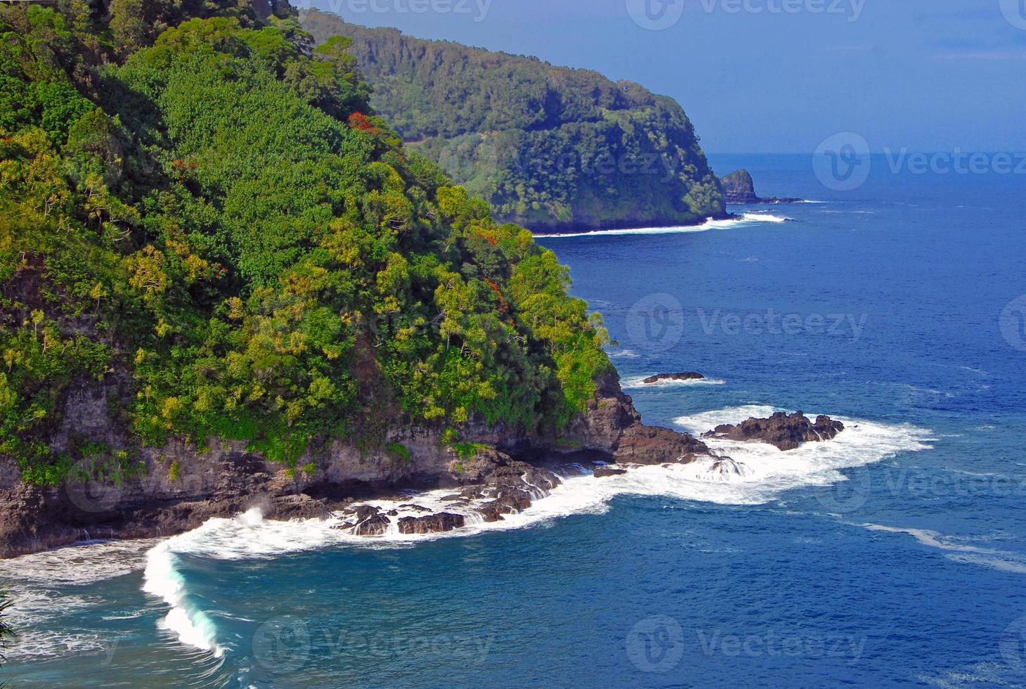 schroffe Küste und Klippen von Kauai, Hawaii foto
