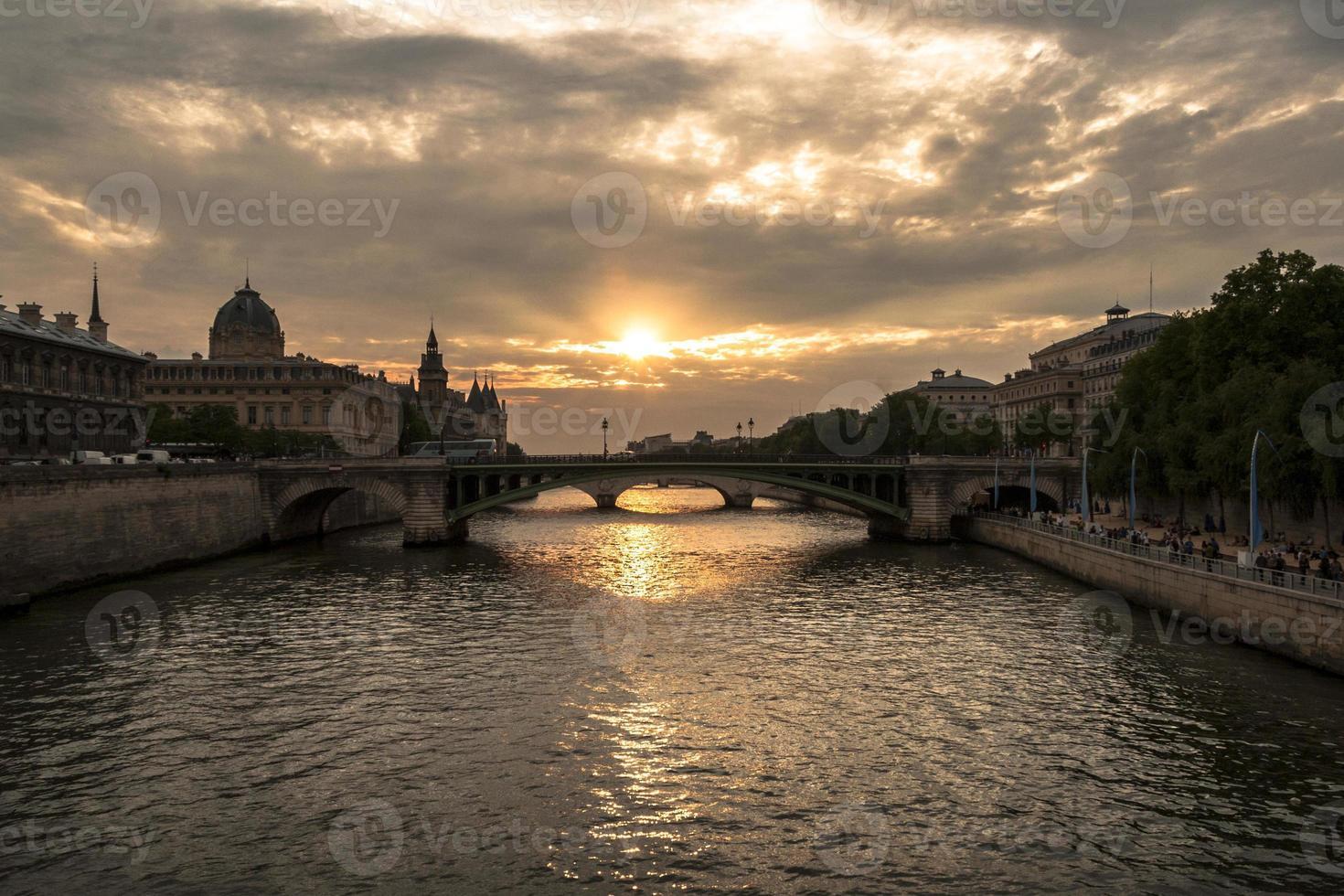 pont notre-dame in paris foto