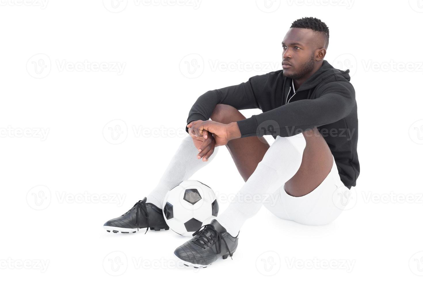 volle Länge eines ernsthaften Fußballspielers foto