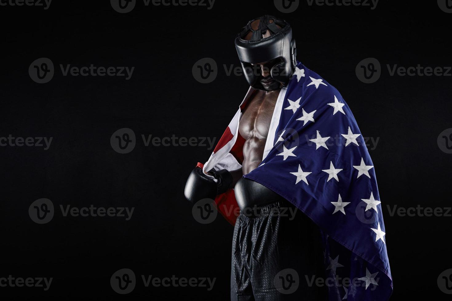 männlicher Boxer mit amerikanischer Flagge foto