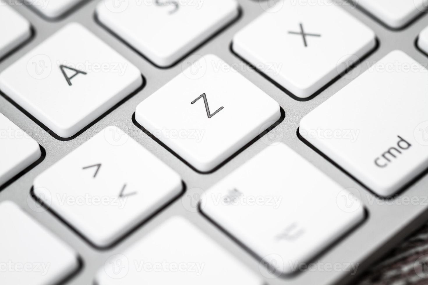 Nahaufnahme einer weißen, grauen Computertastatur foto