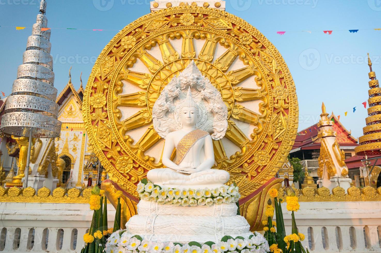 asiatischer sitzender Buddha foto