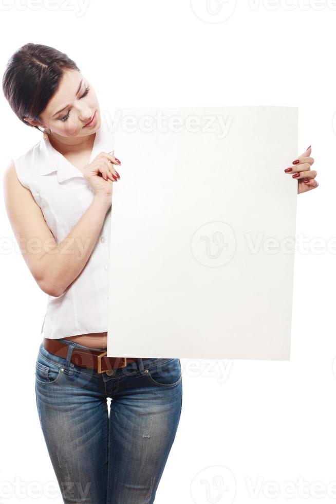 asiatisches Mädchen, das Karte hält foto