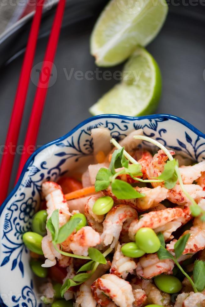 gesunder Salat nach asiatischer Art foto