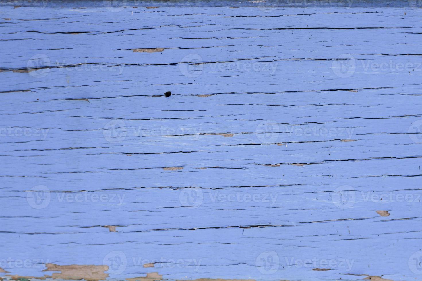 altes blaues Brett mit Rissen. foto