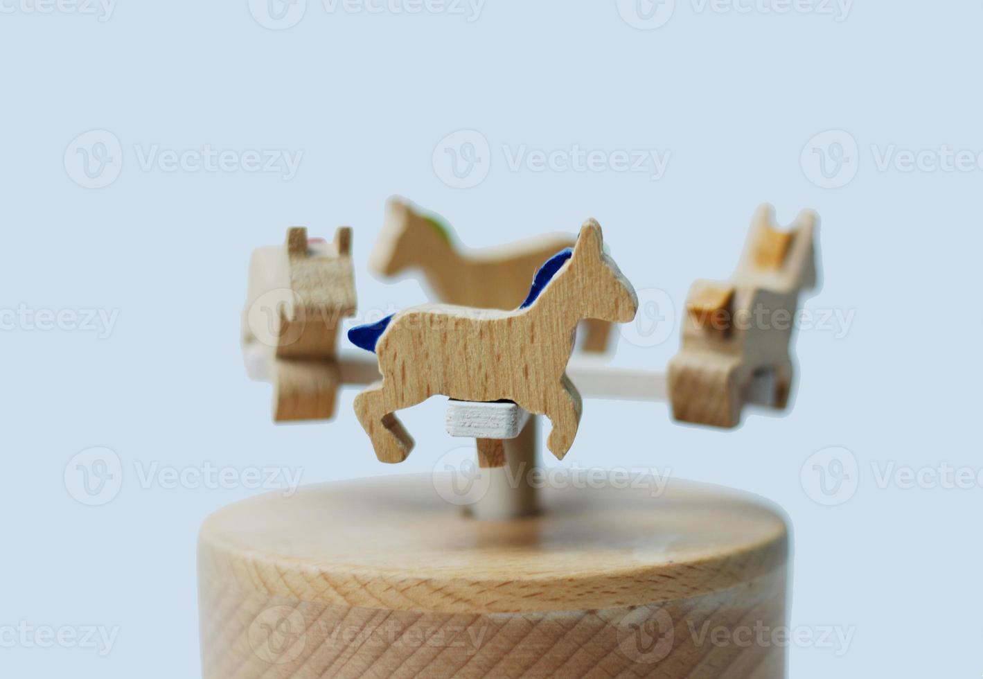 Holzspielzeugkarussellpferde foto