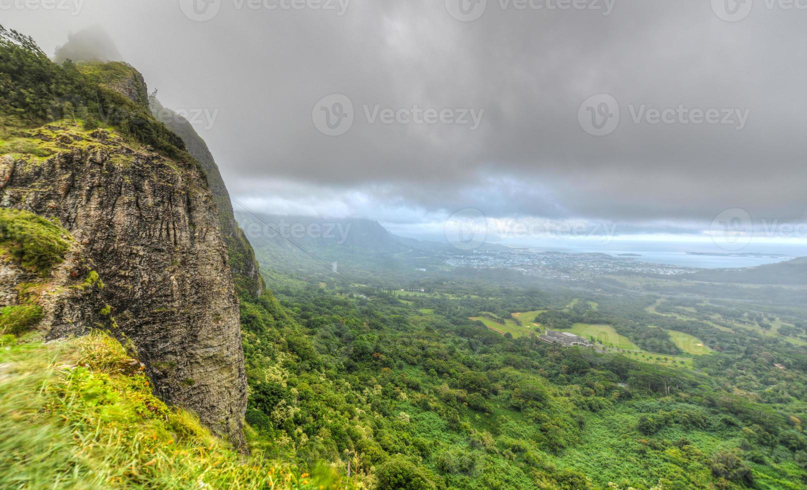 dramatische Landschaft von Nuuanu Pali, Oahu, Hawaii foto