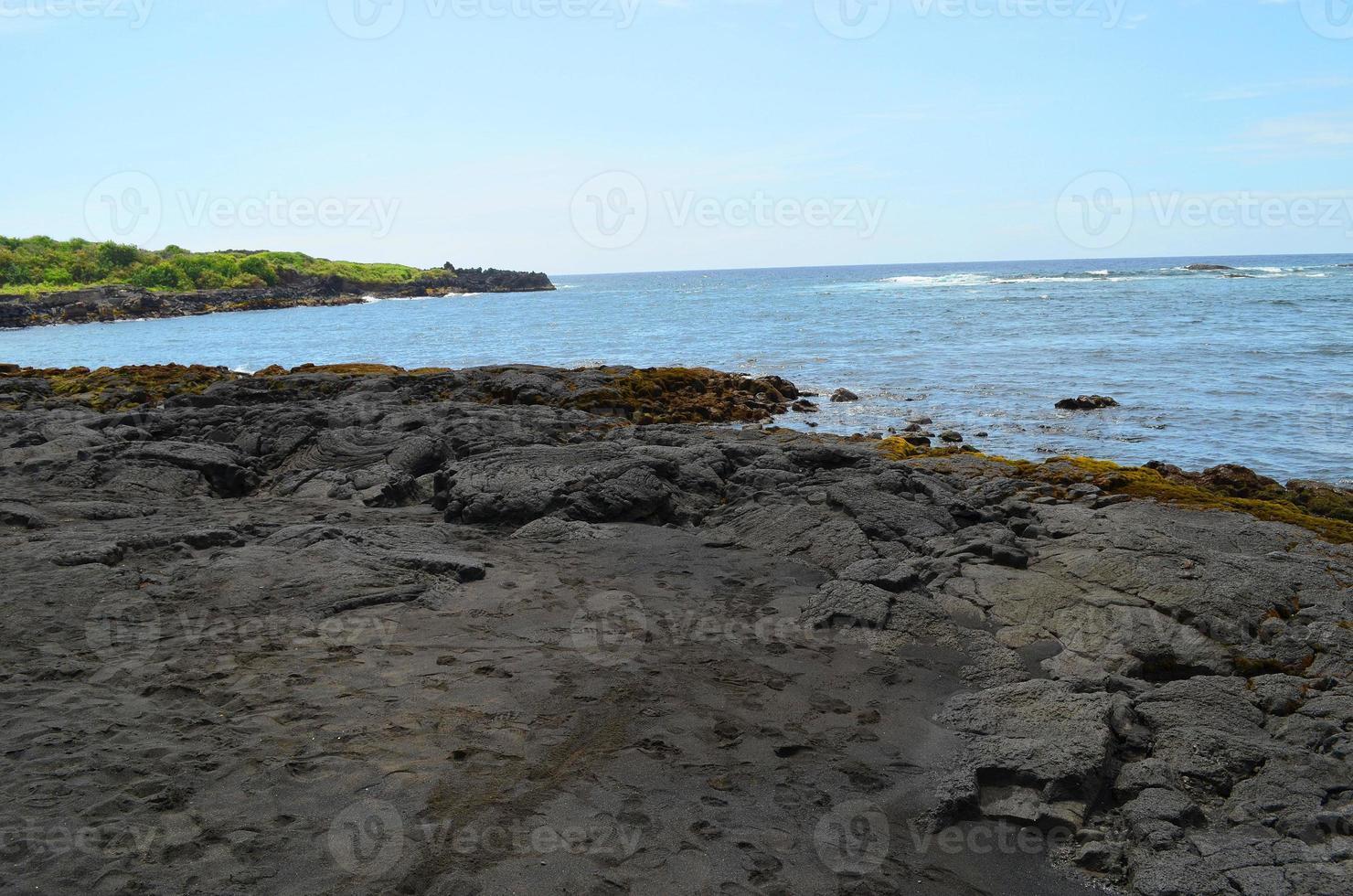 hawaii punaluu schwarzer sandstrand foto