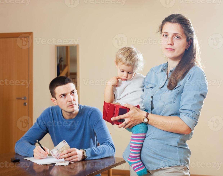 Familie mit finanziellen Problemen foto