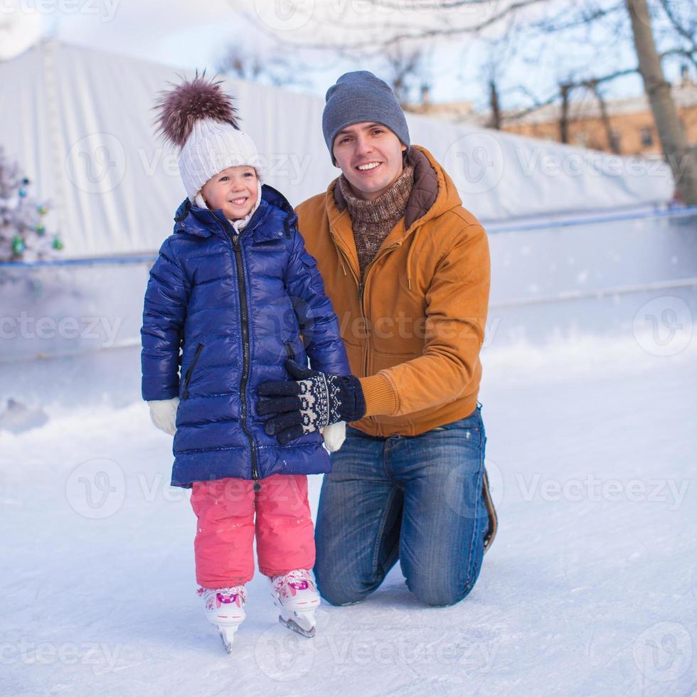 Familienurlaub auf Eisbahn foto