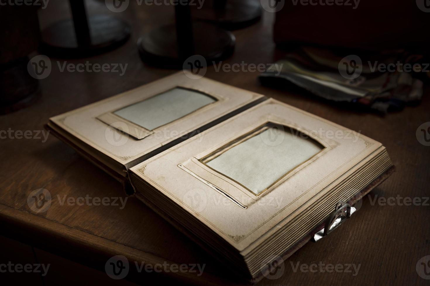 antikes leeres Familienfotoalbum foto