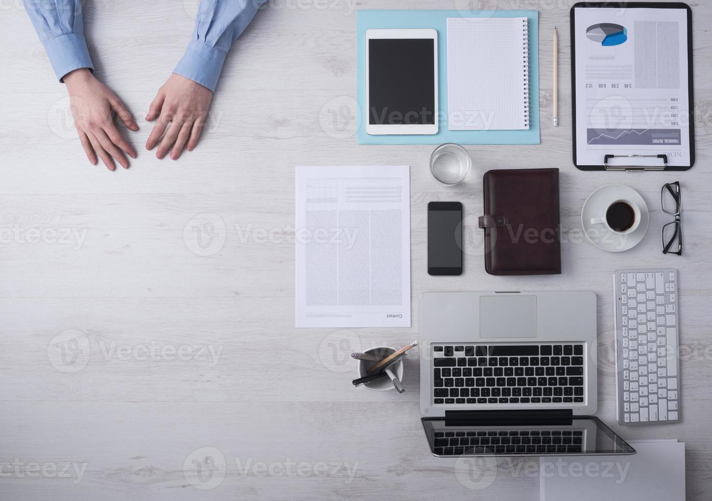 Geschäftsmann Schreibtisch mit Kopierraum foto