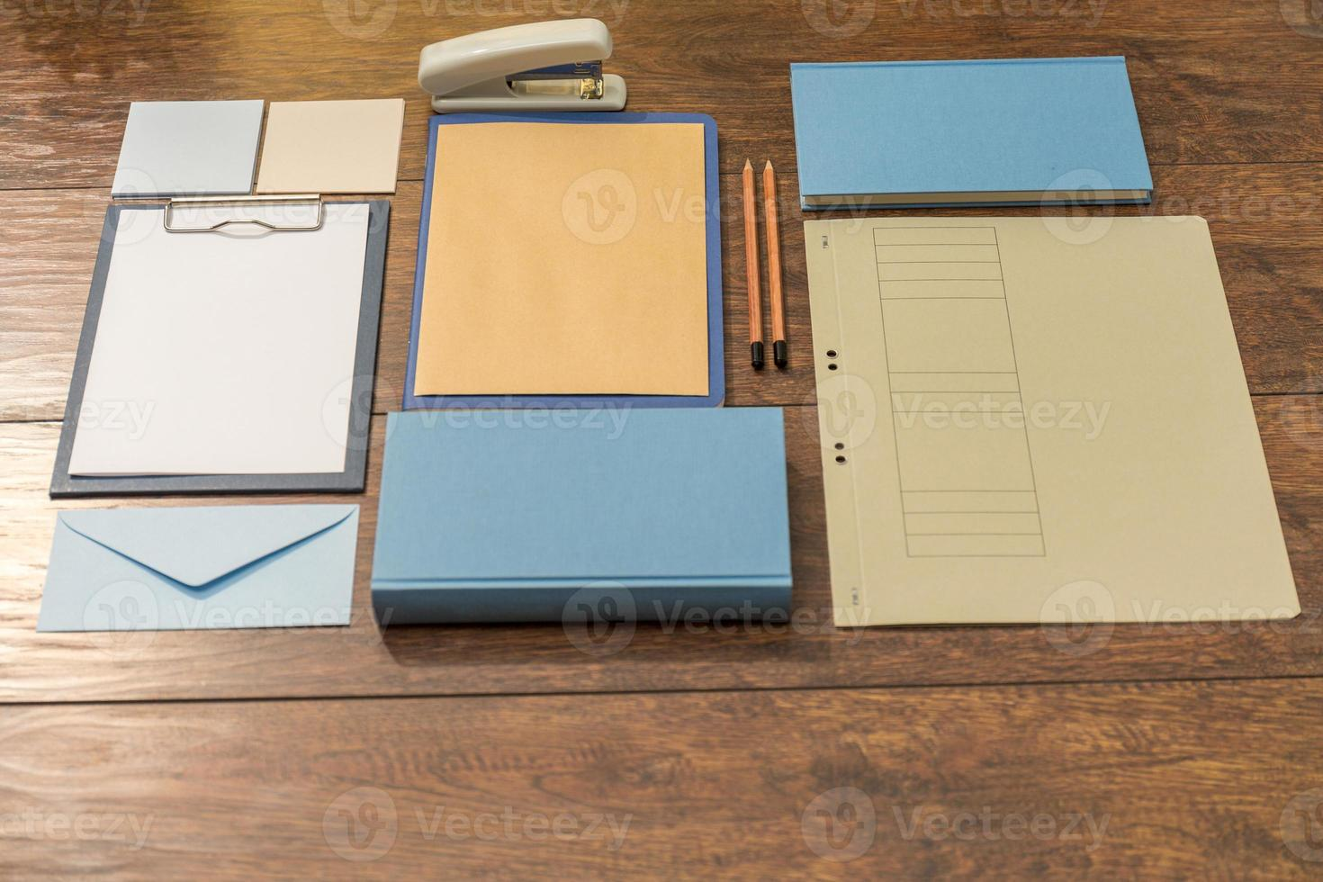 Schreibtisch für die Arbeit vorbereitet foto