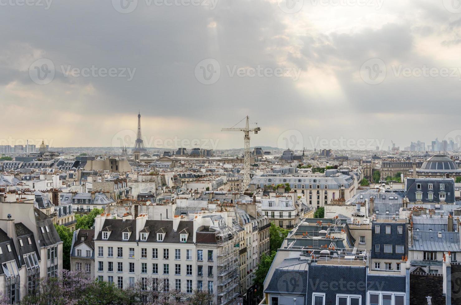 Paris Skyline und Eiffelturm bei Sonnenuntergang in Paris foto