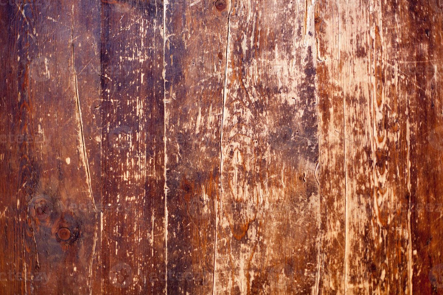 ruinierter Holztisch foto