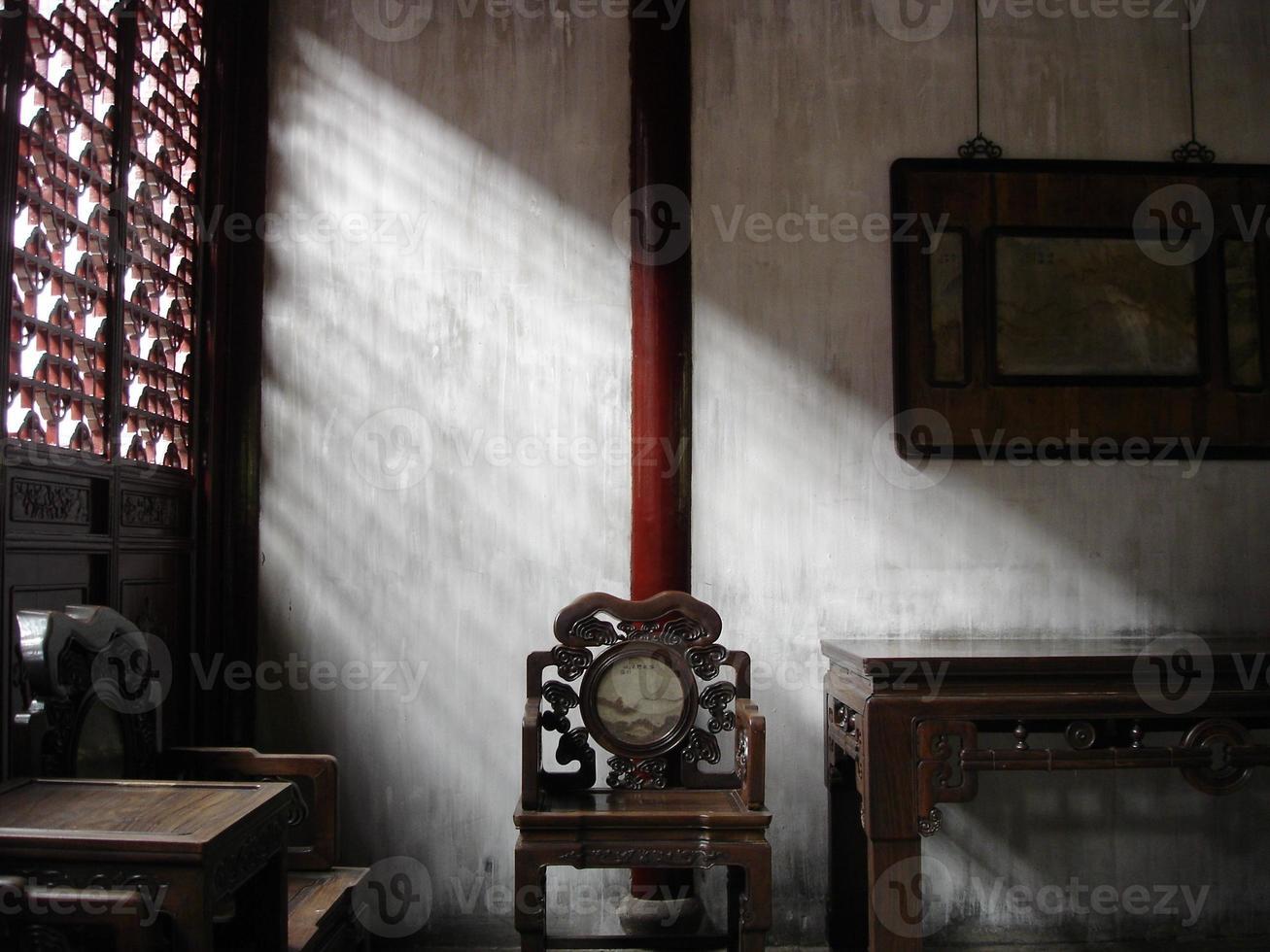 altes chinesisches Zimmer mit Möbeln foto