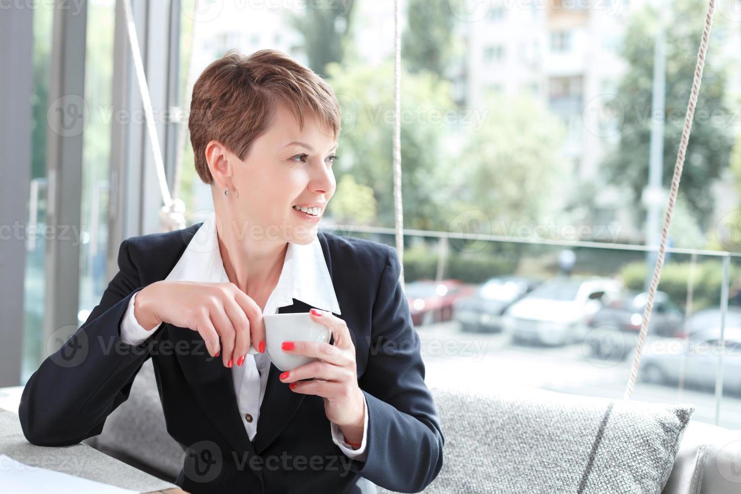Geschäftsfrau in einer Pause foto