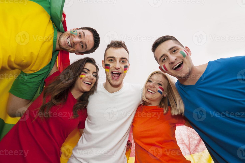 Porträt von glücklichen multinationalen Menschen foto
