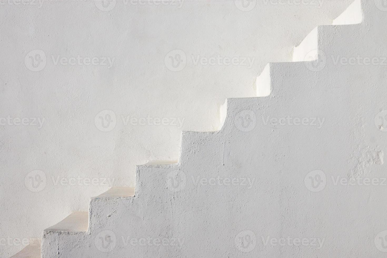 saubere weiße Treppe foto