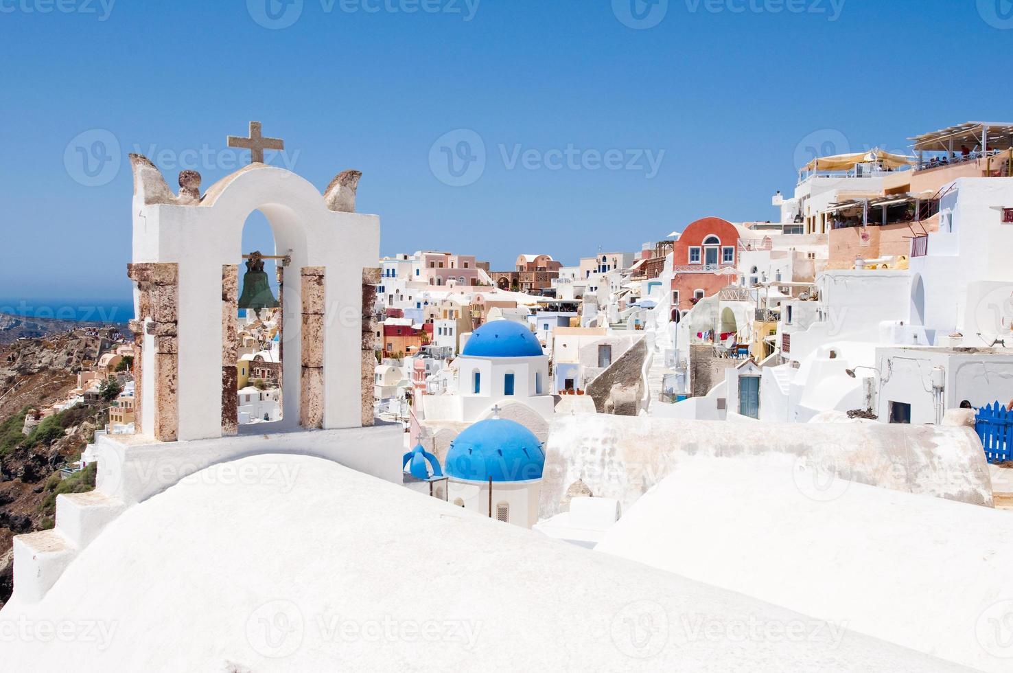 Oia Dorf mit typischen Häusern auf Santorini, Griechenland. foto