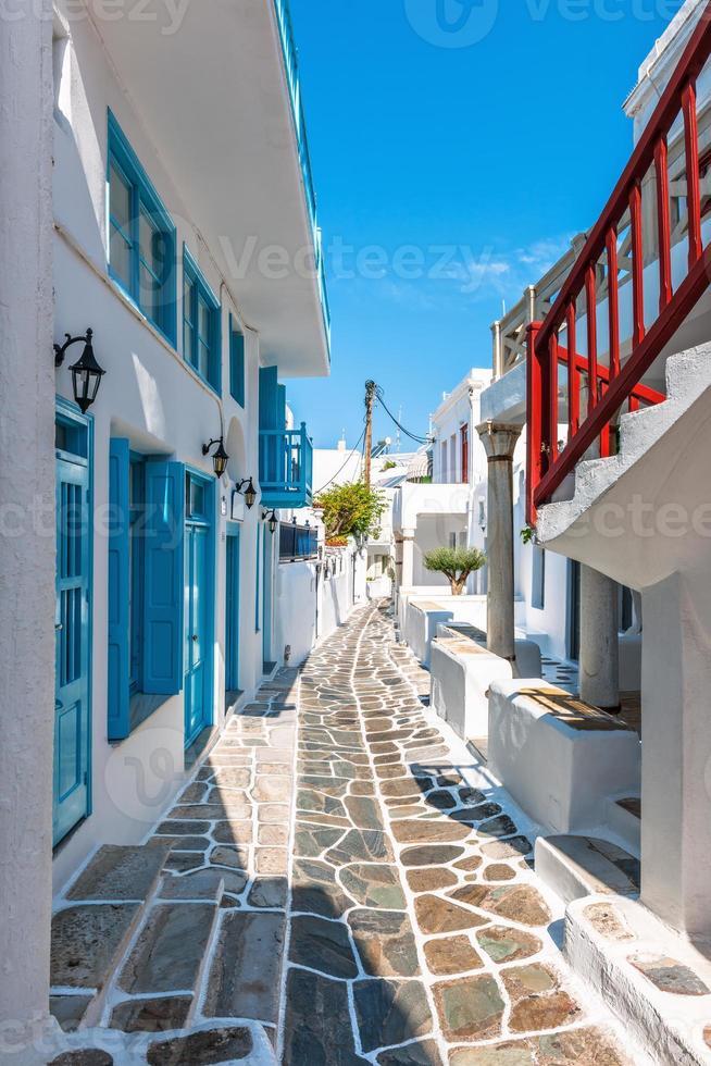 schmale Gasse in der Altstadt von Mykonos foto