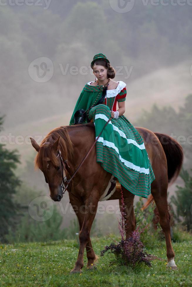 Mädchen reiten Reiter Klassizismus Kleid foto