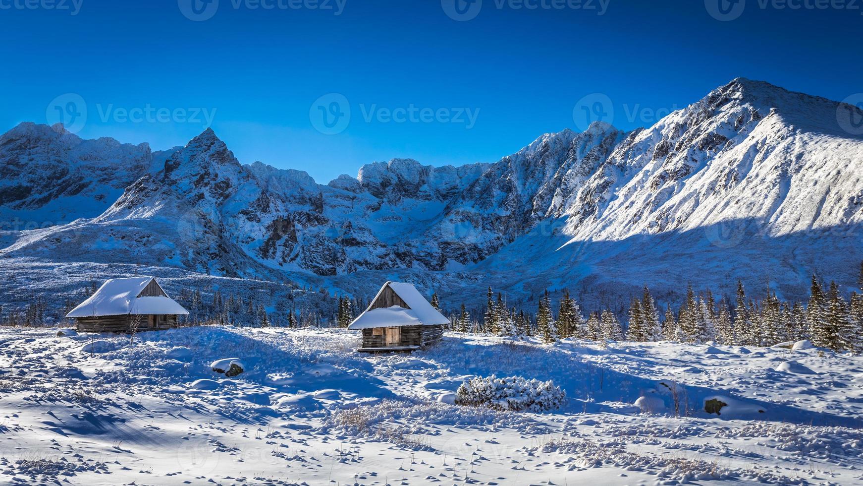 genieße deine Winterzeit in den Bergen foto
