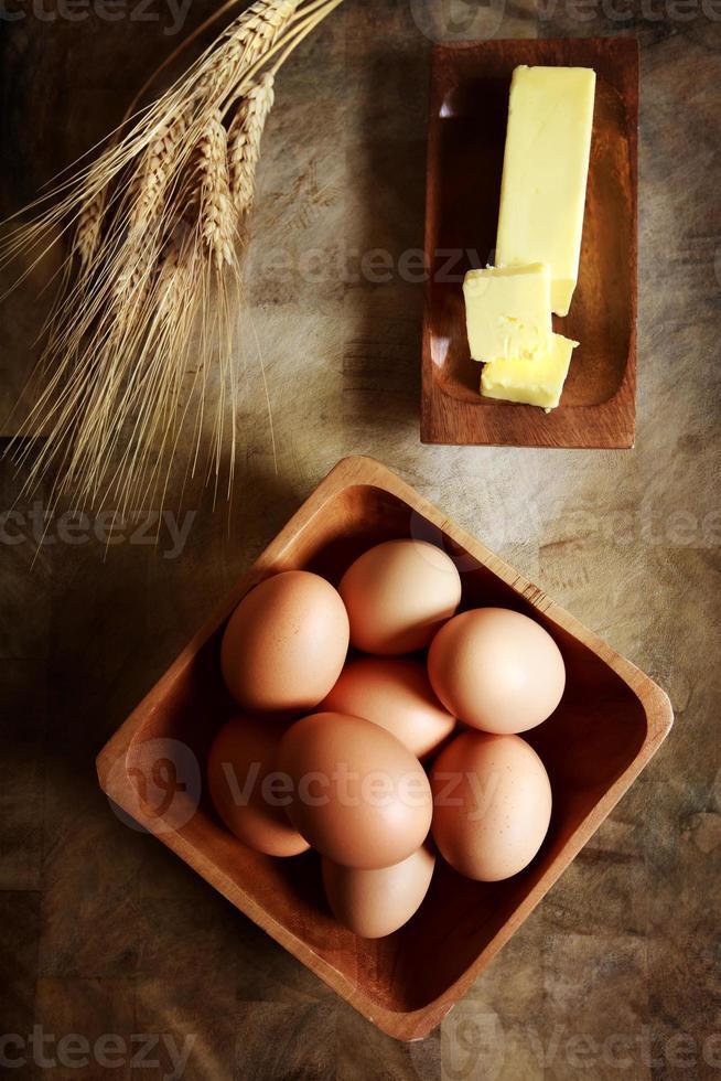 Eier mit Butter und Weizen foto