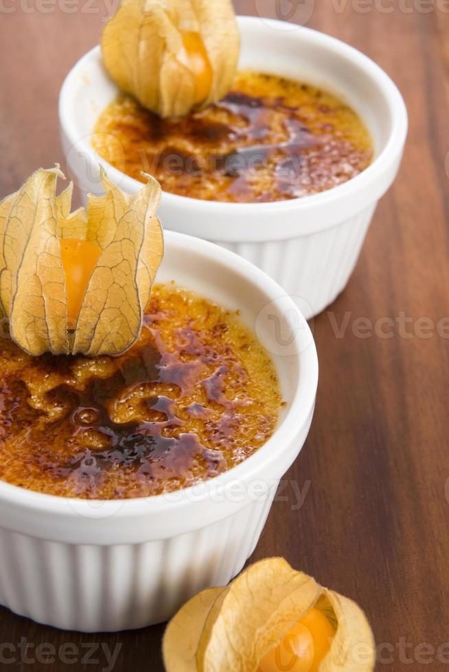 französisches Dessert - Sahne Brulee foto