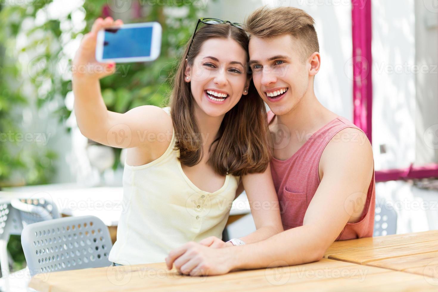 Paar nimmt Selfie foto