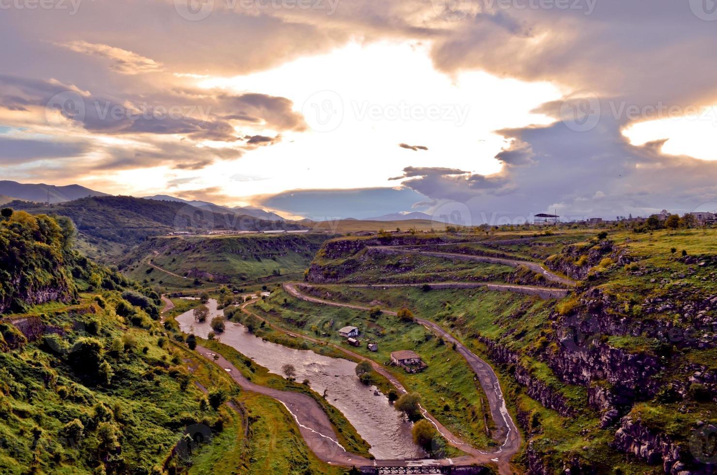Dzoraget Flussschlucht bei Sonnenuntergang foto