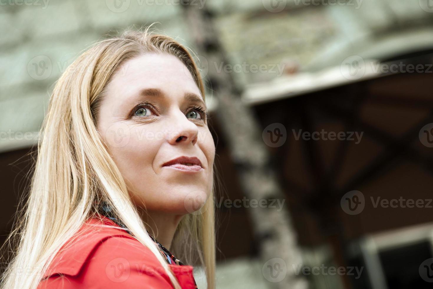 reifes erwachsenes Frauenporträt foto