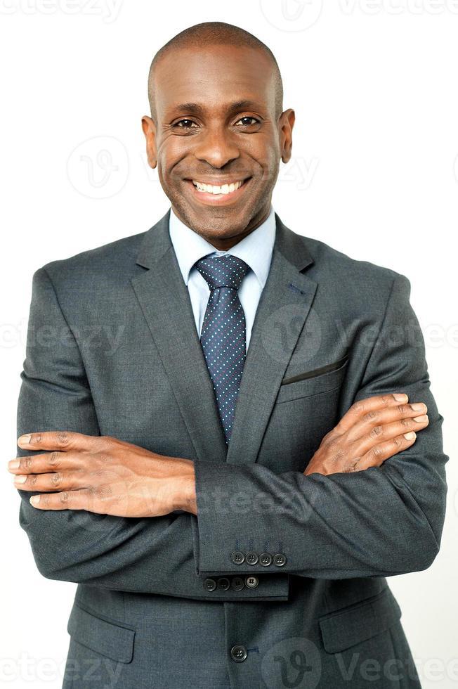 lächelnder Geschäftsmann mittleren Alters foto